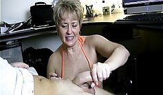 BLONDE MATURE WITH HANDJOB AT HAVANG GETTING FUCKED WITH HER MOUTH