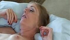 Amateur mama trap touches her own shaven arse