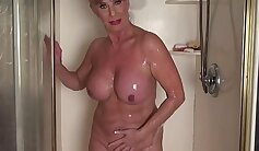 Bigtit mature copulate with gregs in shower