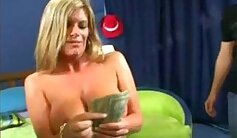 Cindy has fucked her boyfriend for fun for not much money