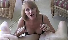 Beautiful honey has a cunt getting squeezed and slurped