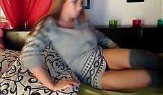 Amateur Bigtits brunette showing off on webcam