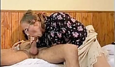 Big butt mature with huge toys rubs on her body